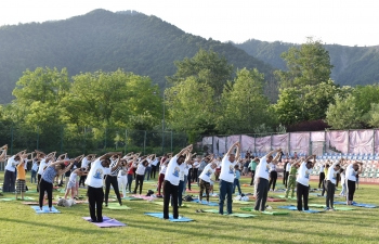 Embassy of India in Baku with support from ICCR Delhi and in association with Executive power of Gabala City and Art of Living held a Yoga Session under picturesque valley of Gabala city, Azerbaijan on 15 June 2019.