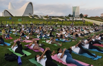 Embassy of India in Baku in association with ICCR, Heydar Aliyev Centre, Art of Living, Soham School of Yoga, Classical Yoga School and Yoga Shahi Studio organized an enriching Yoga Session at the heart of Baku city at Heydar Aliyev Centre on 22 June 2019. #IDY2019