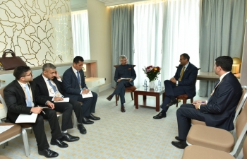 Hon'ble EAM meets the Minister of Foreign Affairs of the Republic of Yemen, Mr. Mohammed Al-Hadrami, on the sidelines of the Ministerial Meeting of the NAM Summit in Baku on 23 Oct 2019.